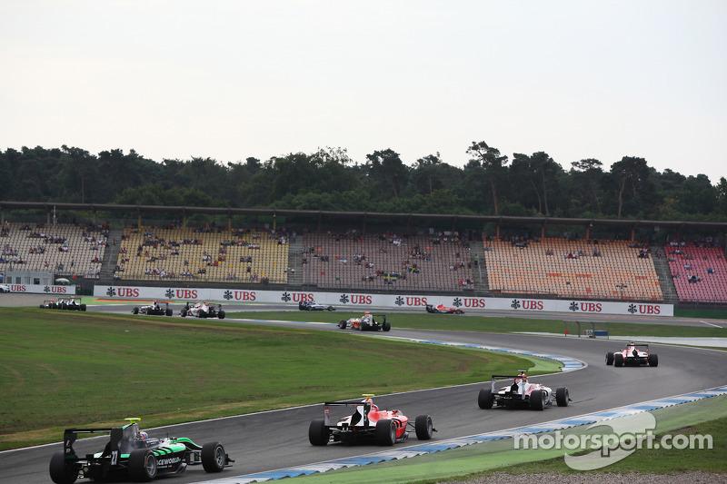 Auto GP3 completa il giro di riscaldamento