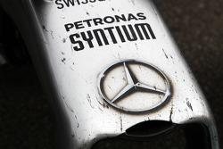 Lewis Hamilton, Mercedes AMG F1 W05, danificado bico