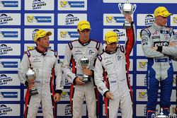 Филипе Альбукерк, Саймон Долан и Харри Тинкнелл. Шпильберг, воскресенье, после гонки.