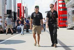 (Soldan Sağa): Sergio Perez, Sahara Force India F1 ve Will Hings, Sahara Force India F1 Basın Sözcüsü
