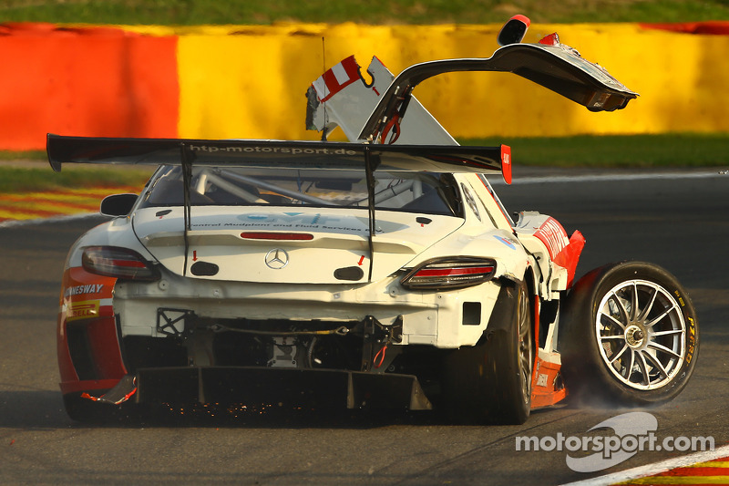 Problemi per la # 85 HTP Motorsport Mercedes SLS AMG GT3: Lucas Wolf, Sergei Afanasiev, Stef Dusseldorp