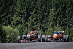 Prema Powerteam车队驾驶达拉拉F312梅赛德斯赛车的埃斯特万·奥孔,Jo Zeller车队驾驶达拉拉F312梅赛德斯赛车的塔蒂亚娜·卡尔德隆