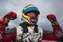 Kazanan James Courtney, Holden Racing Takımı