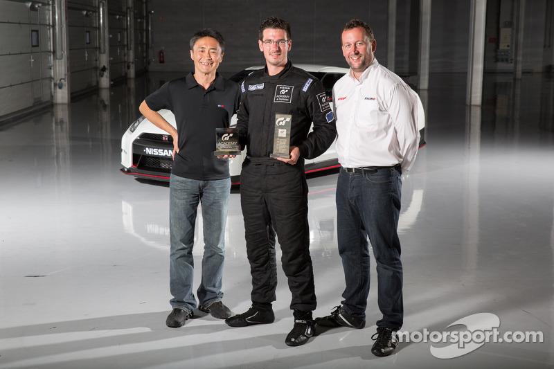 Kazunori Yamauchi creatore del videogioco Gran Turismo, il vincitore GT Academy 2014, Gaëtan Paletou e Darren Cox, Responsabile Globale Brand Marketing e Vendite NISMO
