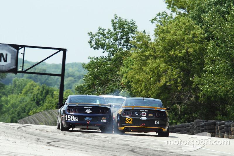 #158 Multimatic Motorsports 野马 Boss 302R: 伊恩·詹姆斯, 比利·约翰逊 和 #32 Phoenix American Motorsports 野马 Boss 302R: 库尔特·雷泽塔诺, 安德鲁·阿奎兰特