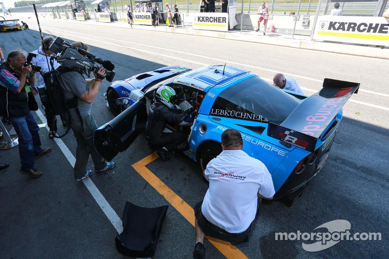 #13 RWT Racing Team 雪佛兰克尔维特 Z06.R GT3: 大卫·扬, 斯文·巴斯