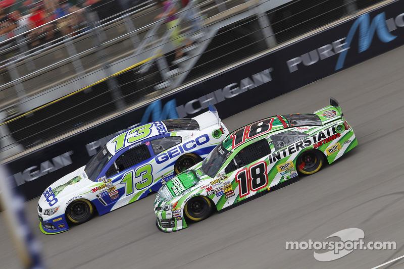 Casey Mears, Germain Racing Ford ve Kyle Busch, Joe Gibbs Racing Toyota