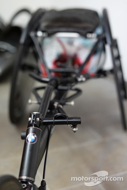 A cadeira de rodas que Alex Zanardi vai usar em um triatlo no Havaí em outubro