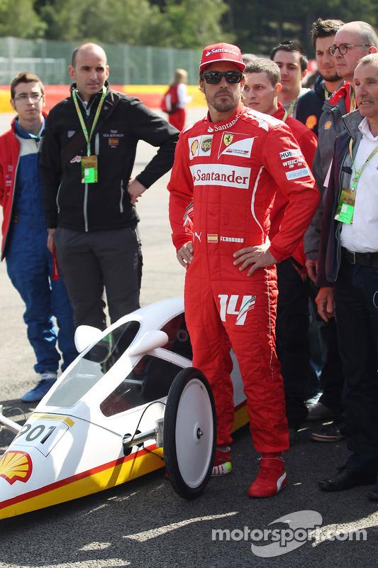 Fernando Alonso, Ferrari ve Shell Eco Maratonu'ndan bir araç