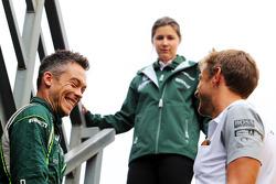 (从左至右): 安德烈·洛特勒, 卡特汉姆 F1车队 和 简森·巴顿, 迈凯伦