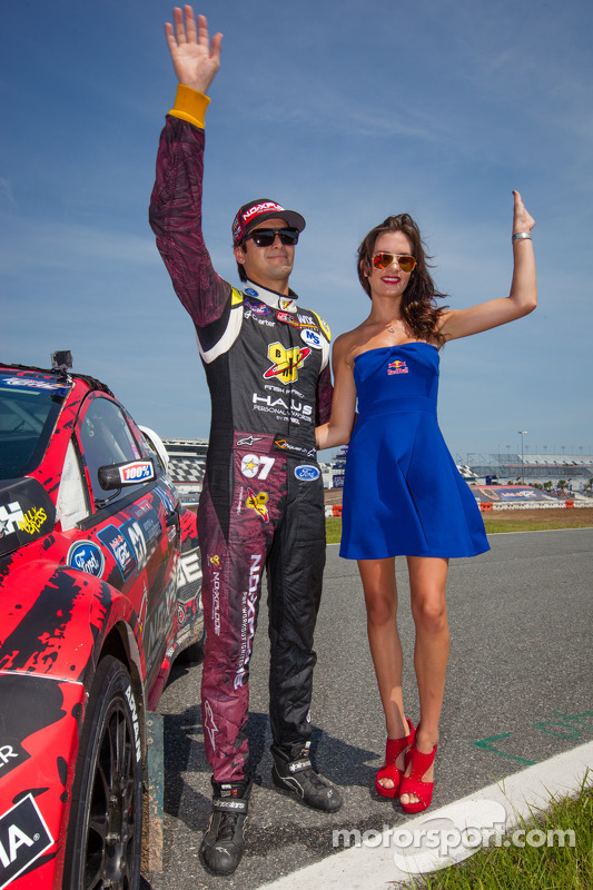 #07 SH Racing Rallycross Ford Fiesta ST: Nelson Piquet Jr. com a Red Bull girl