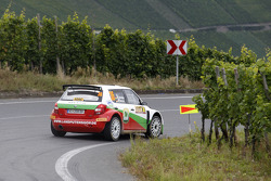 驾驶斯柯达晶锐S2000赛车的阿明·克雷默和克劳斯·维查