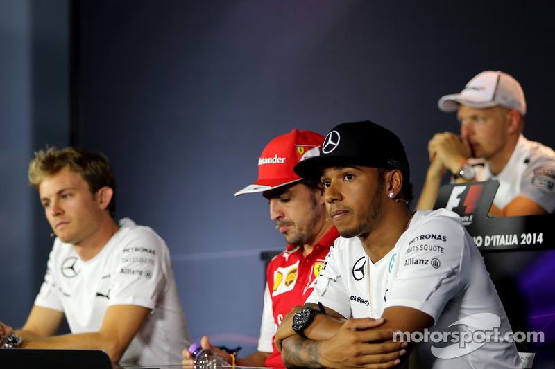 Lewis Hamilton, Mercedes AMG F1 Team; Fernando Alonso, Scuderia Ferrari; Nico Rosberg, Mercedes AMG