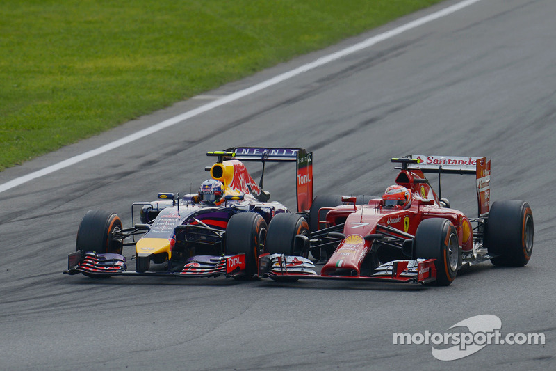 Daniel Ricciardo, Red Bull Racing RB10 and Kimi Raikkonen, Ferrari F14-T battle for position