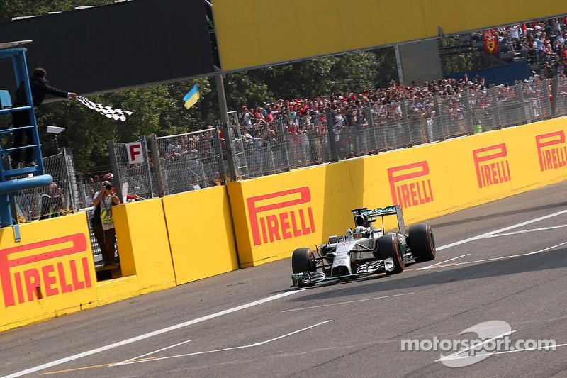 Lewis Hamilton vainqueur