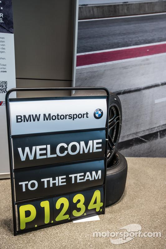 Placa no box da BMW Motorsport DTM celebra as quatro primeiras posições no Red Bull Ring