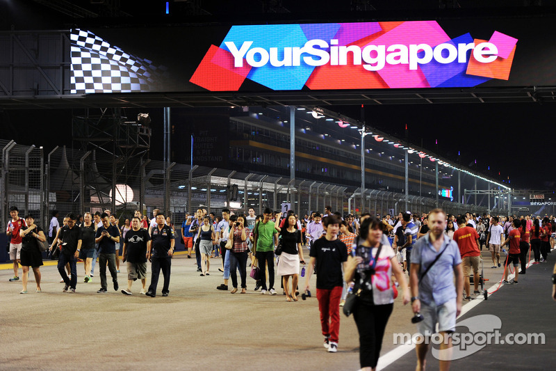 Fans walk the circuit