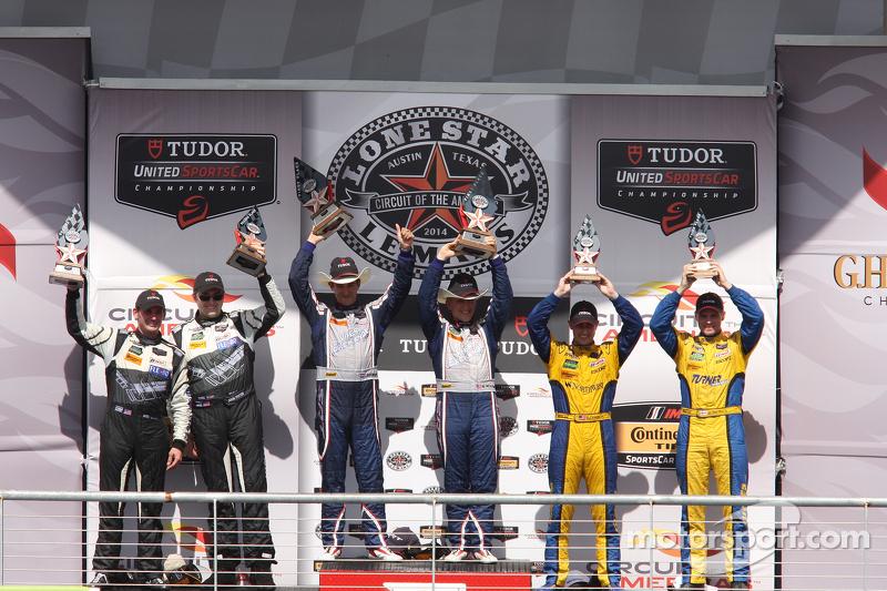 GTD podio: vincitori Jeroen Bleekemolen, Ben Keating, il secondo posto John Potter, Andy Lally, il terzo posto Dane Cameron, Markus Palttala