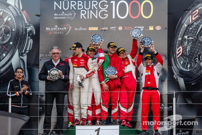 Şampiyona Podyumu: Pro Cup şampiyonu Laurens Vanthoor, Pro Am şampiyonları Andrea Rizzoli, Stefano G