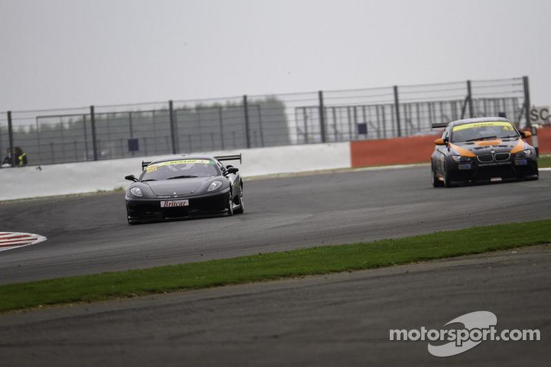 #65 Track Focused 法拉利 430 Challenge: 彼得·贝德马, #43 Intersport Racing 宝马 E92 V8: 安娜·瓦莱夫斯卡, 凯文·克拉克