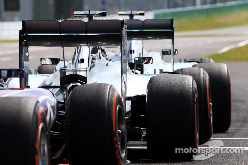 Nico Rosberg, Mercedes AMG F1 W05, Lewis Hamilton, Mercedes AMG F1 W05, y Sebastian Vettel, Red Bull
