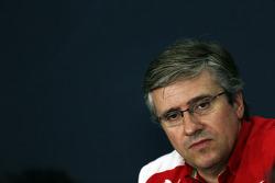 Pat Fry, Ferrari waarnemend technisch directeur en Head of Race Engineering, in de FIA-persconferent