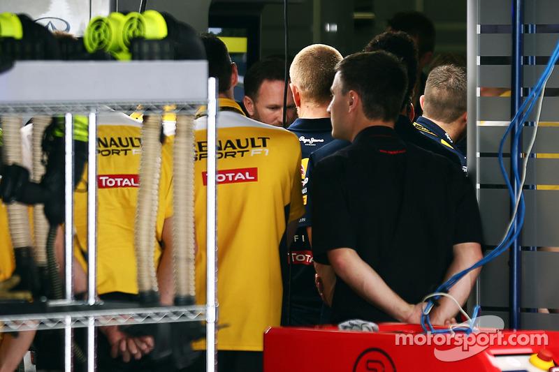 Christian Horner, Red Bull Racing Takım Patronu Sebastian Vettel'in takımdan ayrılışını personele bildiriyor