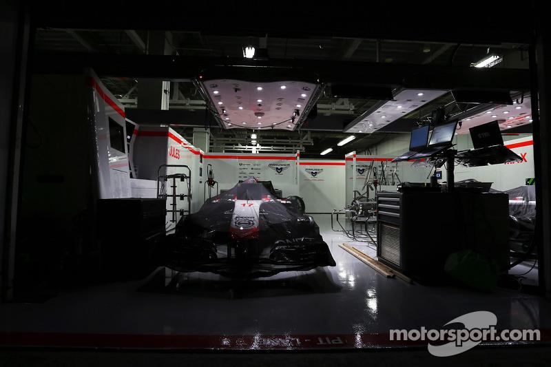 Marussia F1 Team MR03 di Jules Bianchi, Marussia F1 Team di notte