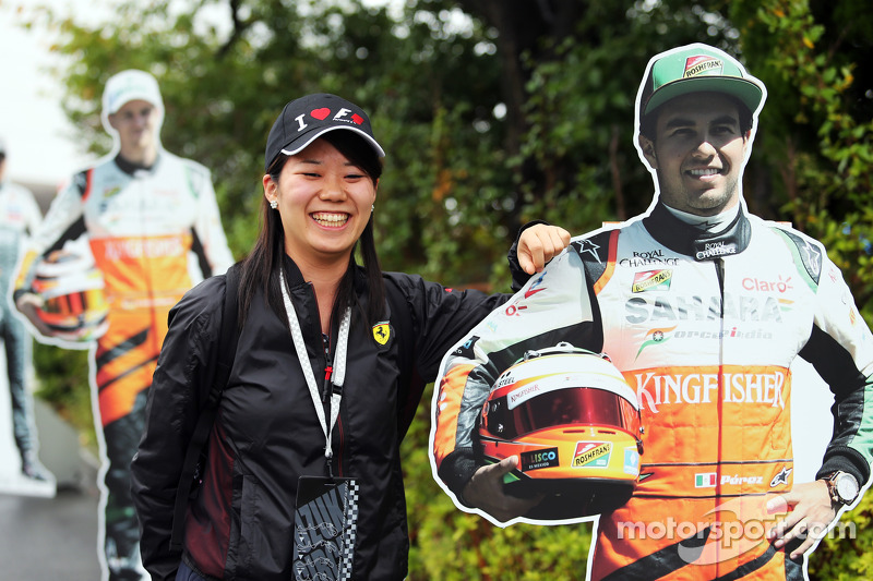 Fans and atmosphere - a Sergio Perez, Sahara Force India F1 cut out