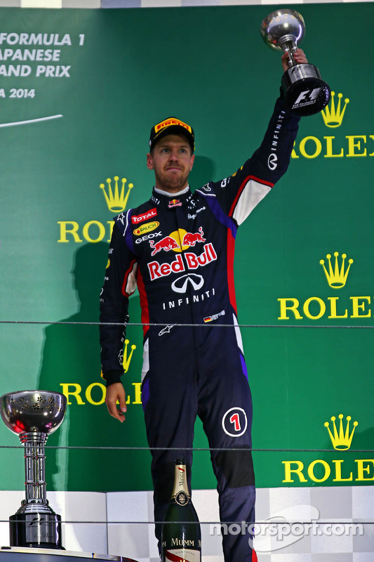 Sebastian Vettel, Red Bull Racing celebrasua terceira posição no pódio