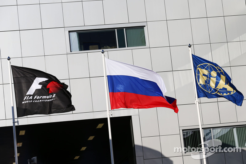 F1, Russian and FIA flags
