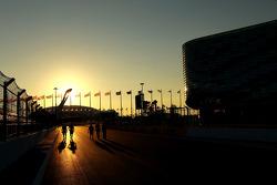 Trackwalk bei Sonnenuntergang