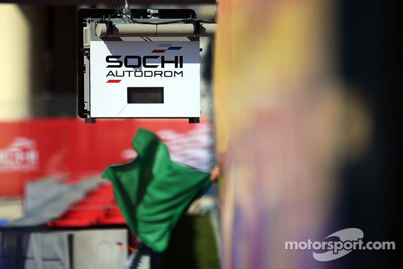 Sochi Autodrom pistinde yeşil bayraklar sallanıyor