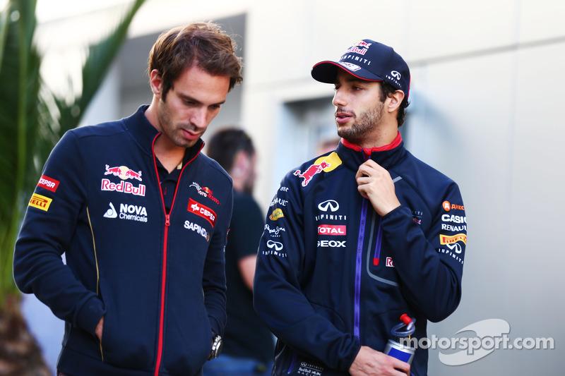 (L to R): Jean-Eric Vergne, Scuderia Toro Rosso with Daniel Ricciardo, Red Bull Racing
