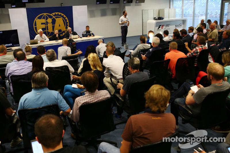 La FIA tiene una conferenza stampa per discutere l'incidente del pilota Marussia F1 Team Jules Bianc