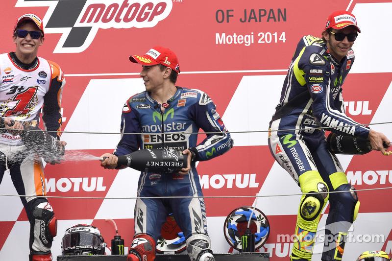 Podio: ganador de la carrera, Jorge Lorenzo, segundo lugar de Marc Márquez, tercero Valentino Rossi