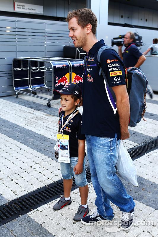 Sebastian Vettel, Red Bull Racing com fã jovem