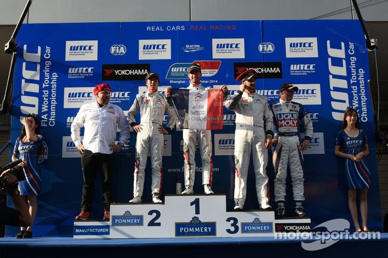 Podium gara 1 vincitore Jose Maria Lopez, Citroën C-Elysee WTCC, Citroën Total WTCC, secondo posto M