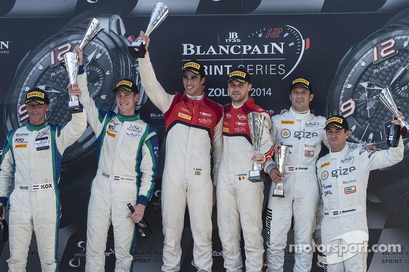 Podio: ganadores de la carrera Cesar Ramos, Laurens Vanthoor, segundo lugar Peter Kox, Nicky Catsburg, el tercer lugar Hari Proczyk, Jeroen Bleekemolen