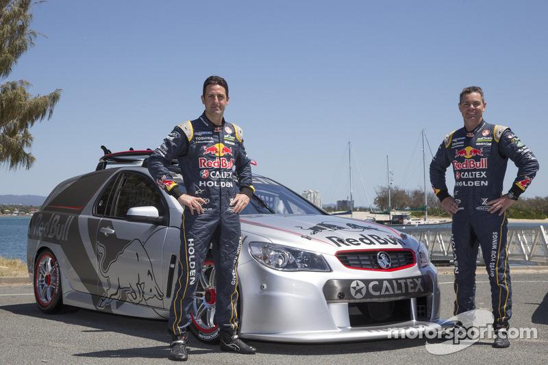 Jamie Whincup y Craig Lowndes con la race-spec Tribute Edition Sandman producida por Triple Eight Race Engineering