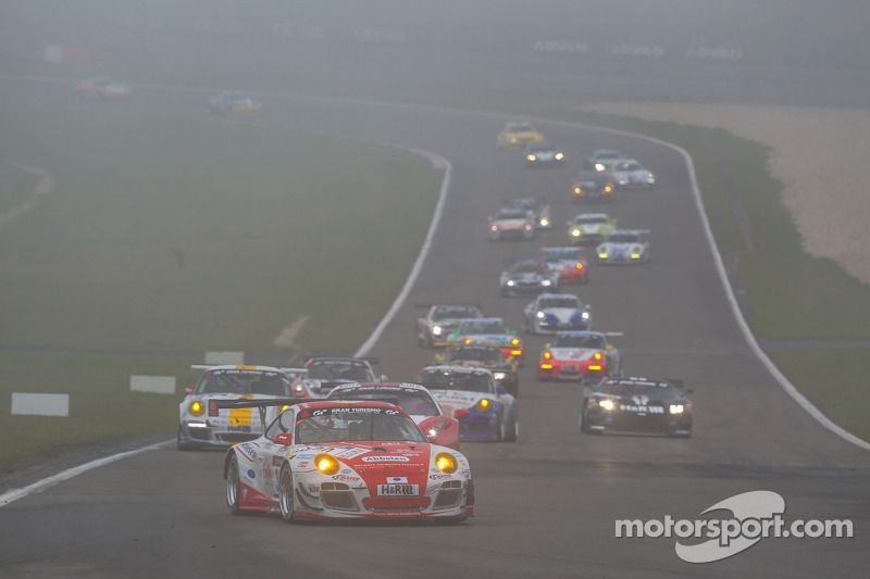 #30 Frikadelli Racing Team Porsche 911 GT3 R: Sabine Schmitz, Patrick Huisman, Frank Stippler, Klaus