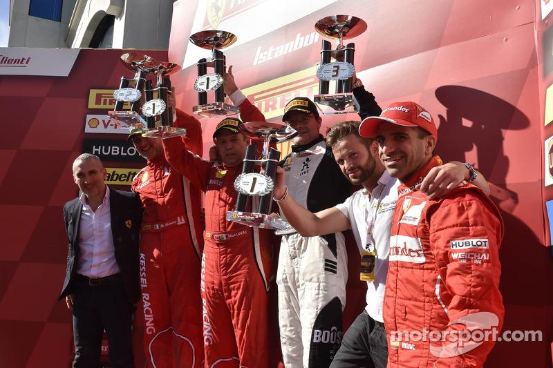 Coppa Shell Podyum: Yarış galibi Rick Lovat, ikinci sıra Massimiliano Bianchi, üçüncü sıra Jacques D