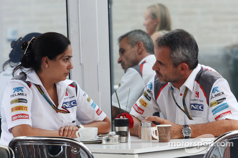 (De izquierda a derecha): Monisha Kaltenborn, director del equipo Sauber con Beat Zehnder, Sauber F1 Team Manager