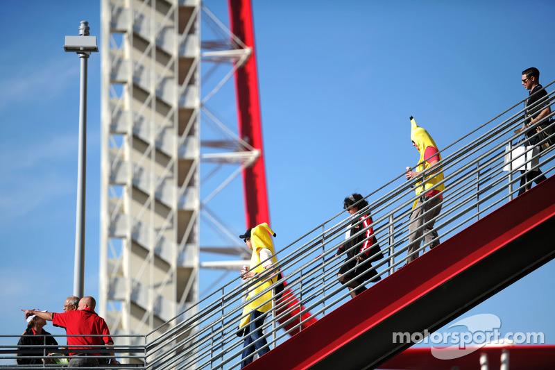 Fans en traje de banana