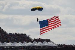Skydiver met een grote Amerikaanse vlag