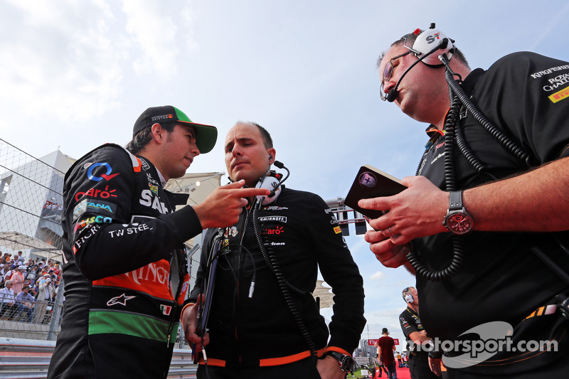 (L to R): Sergio Perez, Sahara Force India F1 with Gianpiero Lambiase, Sahara Force India F1 Engineer on the grid