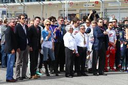 (Da sinistra a destra): Keanu Reeves, attore, Pamela Anderson, attrice, Bernie Ecclestone, Ambasciatore ufficiale del Circuito delle Americhe