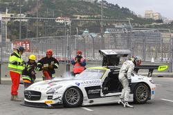#84 HTP Motorsport Mercedes SLS AMG GT3: Maximilian Götz, Maximilian Buhk com problemas