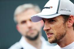 Jenson Button, McLaren con la prensa