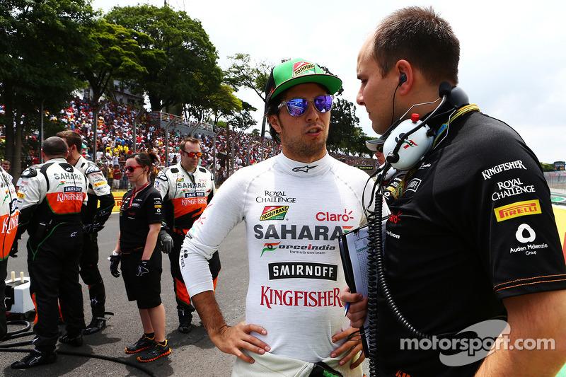 Sergio Pérez, Sahara Force India F1 con Gianpiero Lambiase, Sahara Force India F1 en la parrilla
